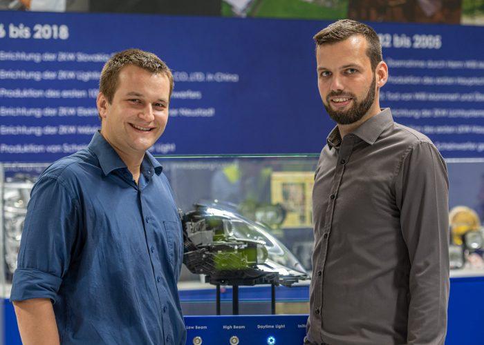 Bernhard Artmüller (links) und Florian Hauss (rechts), Sicherheitsfachkräfte bei ZKW Lichtsysteme GmbH.